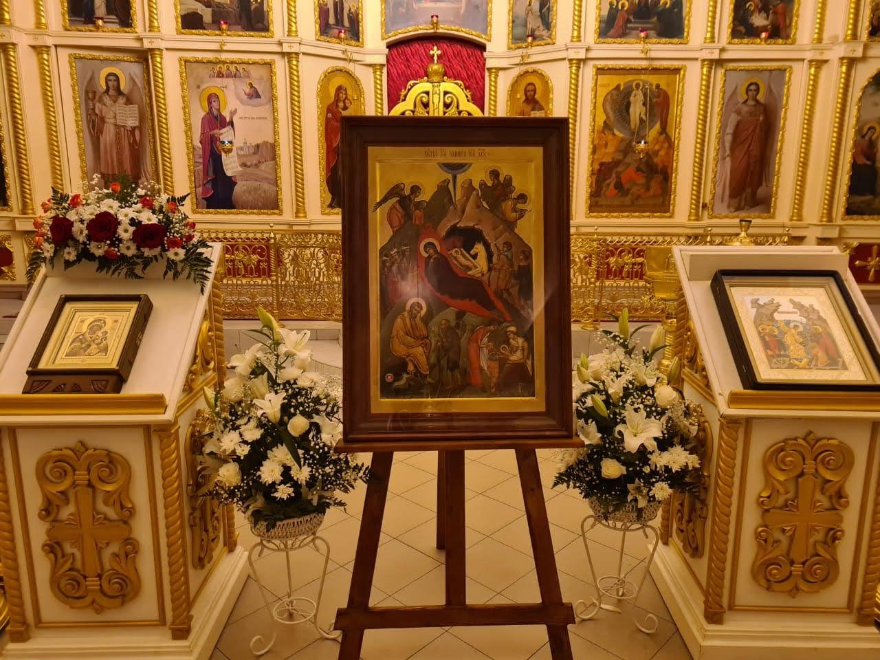 Принесение иконы Рождества Христова с частицей яслей Богомладенца Христа