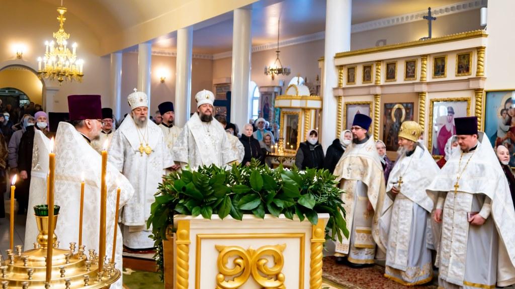 Богослужение на праздник Сретения Господня, город Струнино, 2021 год